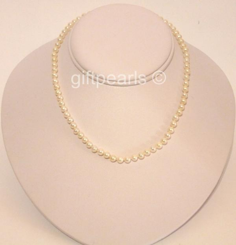 Small and perfectly formed - AAA grade pearls and 9ct gold clasp